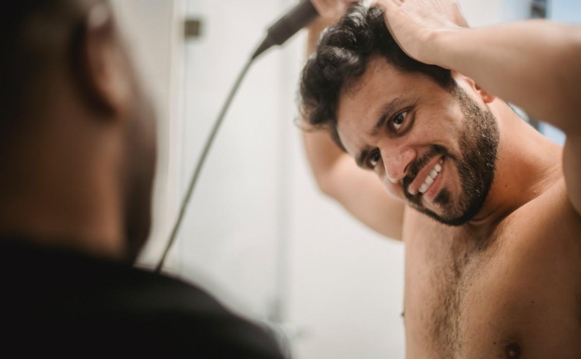 Ένας ειδικός οδηγός για χρωματισμό μαλλιών και γενειάδων στο σπίτι για άνδρες
