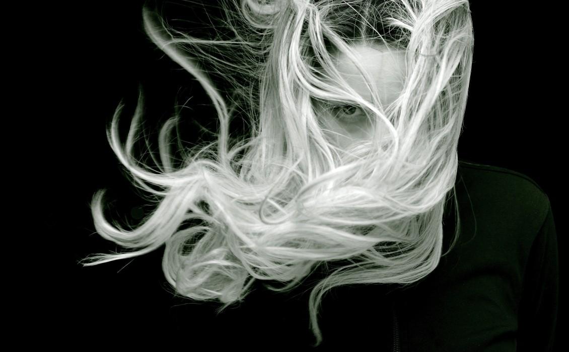 Πώς να αποκρύψετε ή να απαλλαγείτε από την ψαλίδα στα μαλλία σας