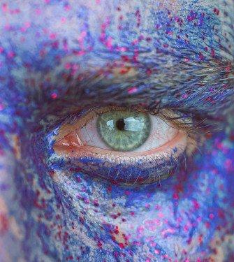 Πώς να κάνετε τα μάτια σας να φαίνονται λιγότερο κουρασμένα και πρησμένα