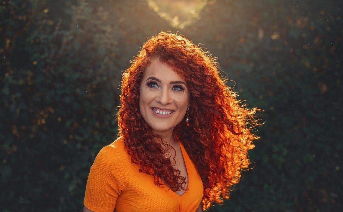 7 απλές συνήθειες που μπορούν να σας βοηθήσουν να διατηρήσετε το χρώμα των μαλλιών σας