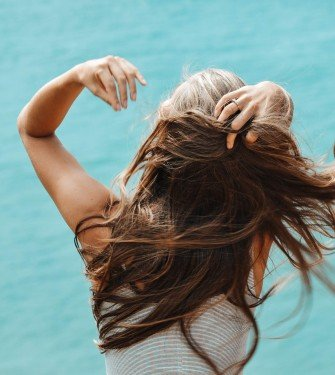 Tρόποι για να διορθώσετε τα λιπαρά μαλλιά