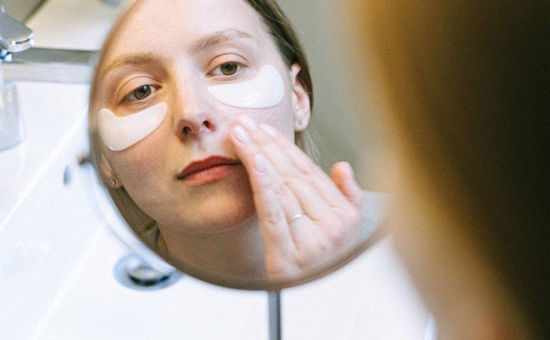 Τρόφιμα και συμπληρώματα που μπορούν να βοηθήσουν στη μείωση των μάυρων κύκλων κάτω από τα μάτια