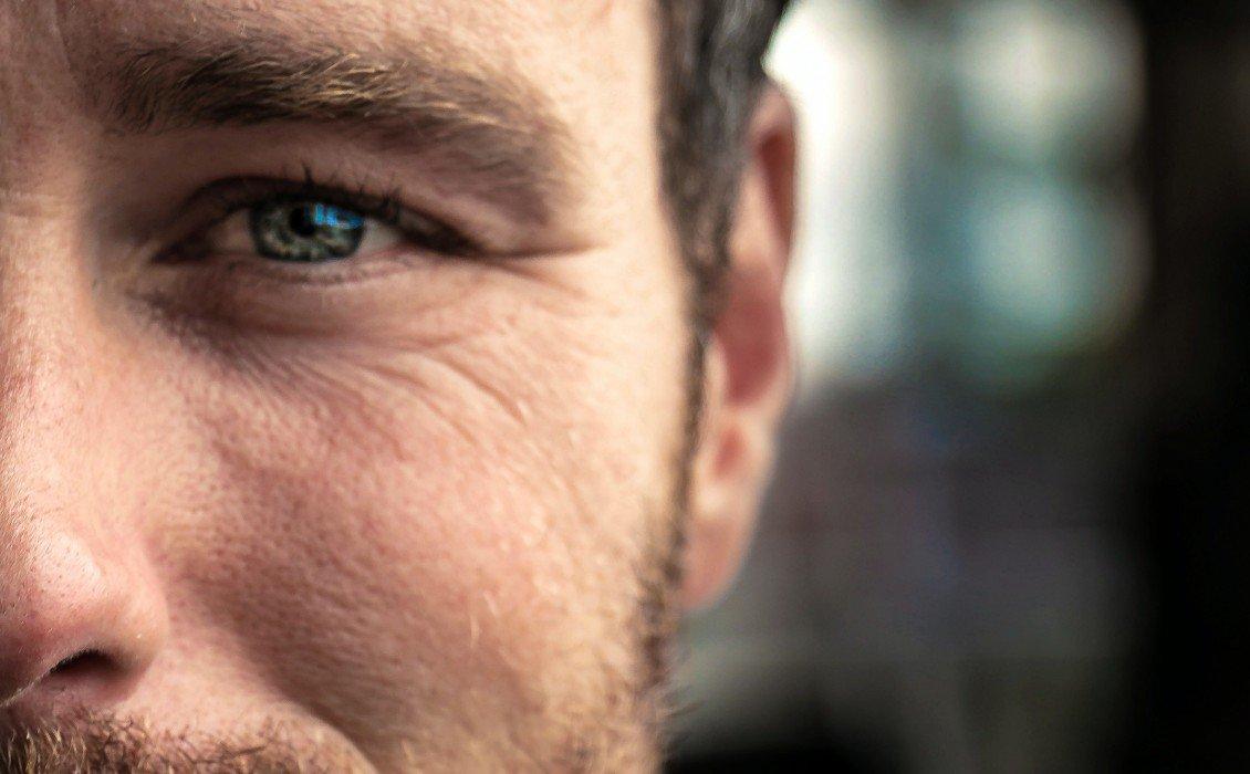 Σε ποιά ηλικία πρέπει να αρχίσουν οι άντρες να χρησιμοποιούν κρέμα ματιών και serum;