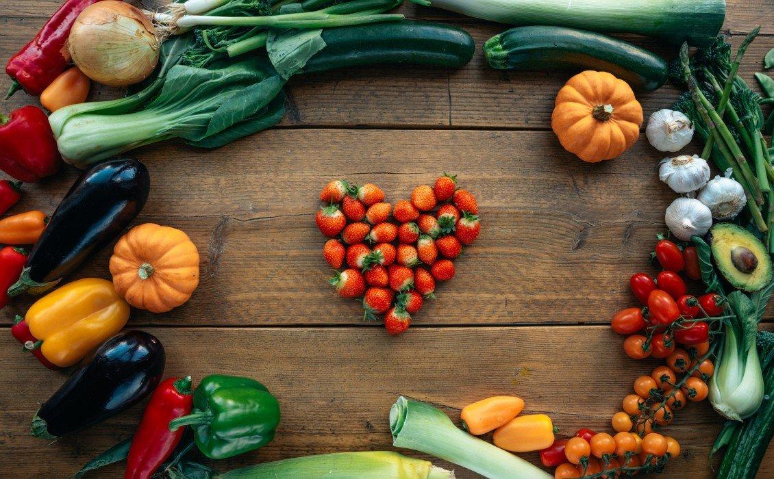 10 τρόφιμα που μπορούν να σας βοηθήσουν να φαίνεστε νεότεροι, σε συνδυασμό με το serum και την κρέμα lifting τα αποτελέσματα θα είναι θεαματικά