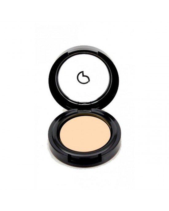 Εφαρμόστε το concealer κάτω από τα μάτια σας στην περιοχή των μαύρων κύκλων πούδρα προσώπου.