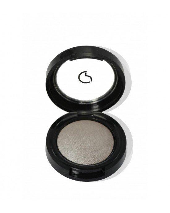 Baked Wet  Dry Σκιά ματιώνΕφαρμόστε το σκιά ματιών στο βλέφαρο χρησιμοποιώντας το πινέλο n.102. Για πιο έντονο αποτέλεσμα, εφαρμόστε το σκιά ματιών χρησιμοποιώντας ένα βρεγμένο πινέλο. Ολοκληρώστε την εντατικοποίηση της εμφάνισης με το Pencil Khol.